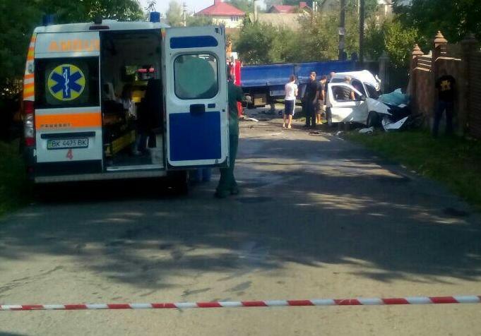 В итоге трагедии вблизи Ровно умер шофёр идвое детей