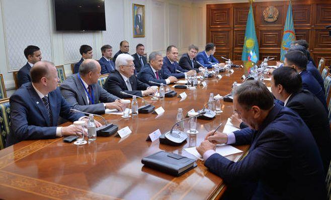 Минниханов подписал меморандум осотрудничестве скомпанией «Астана ЭКСПО-2017»