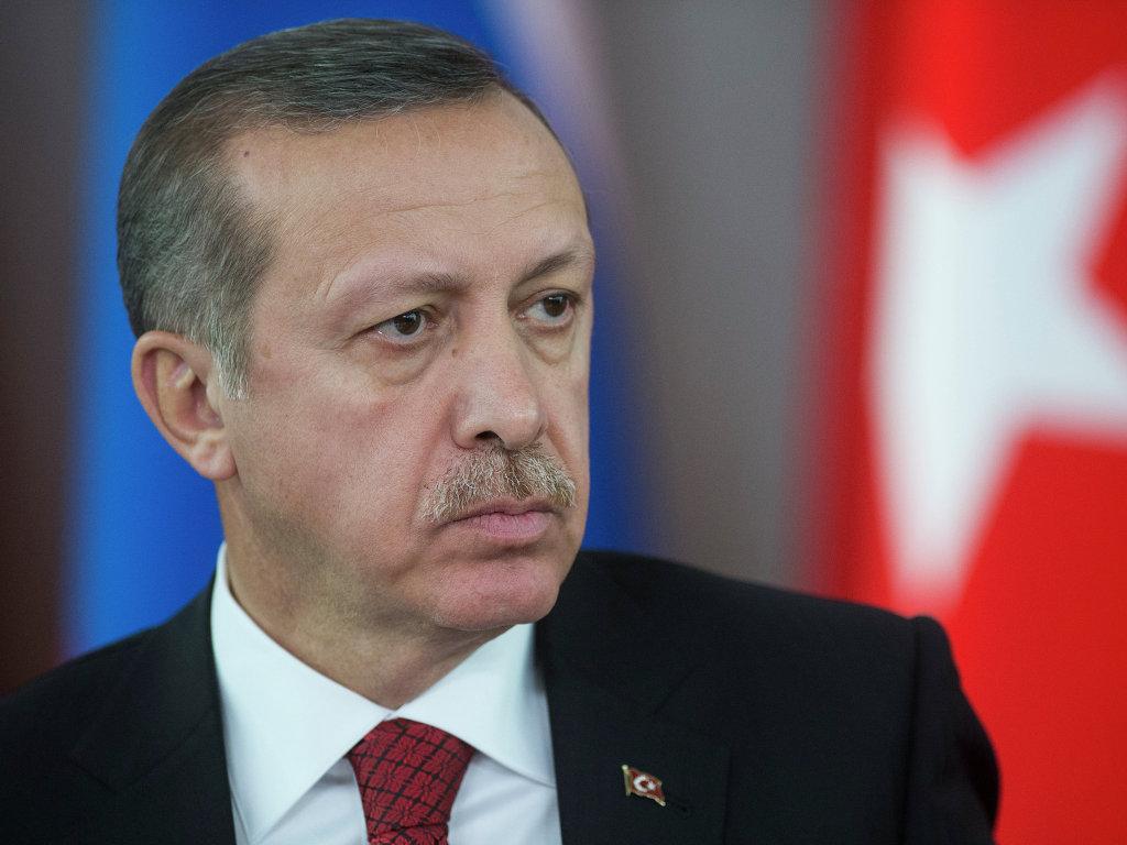 Турецкая газета сообщила о двух взрывах на пути кортежа Эрдогана