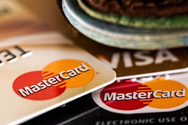 В Приморье владельцев банковских карт серьёзно напугали