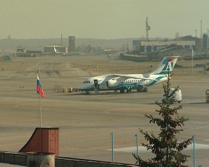 Упассажирского самолета Ан-148 вполете зажегся мотор