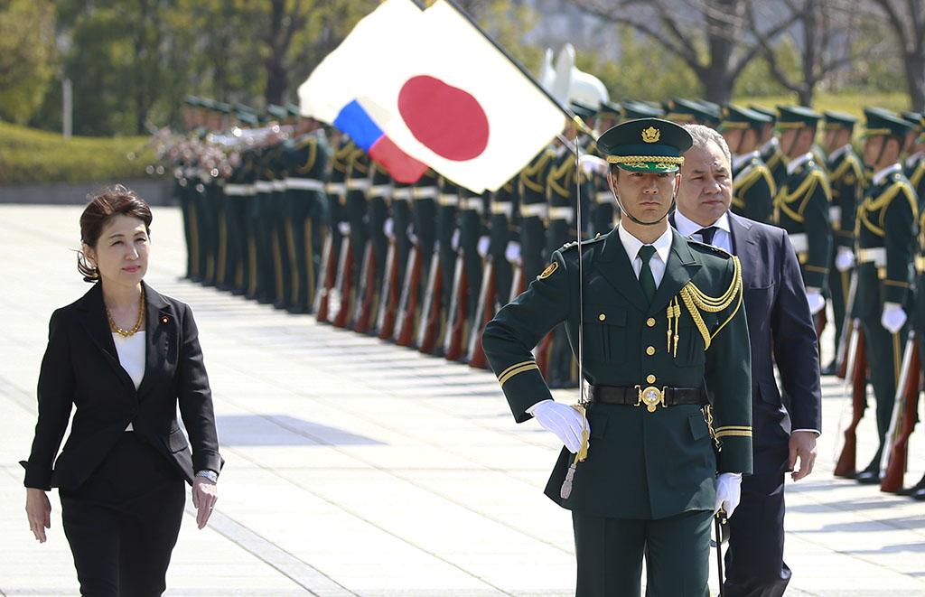 СМИ: министр обороны Японии выразила протест против размещения войск на Курилах