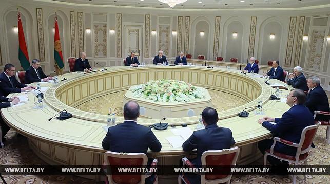Лукашенко: рынок Российской Федерации и Беларуссии немалый, ичего воевать?