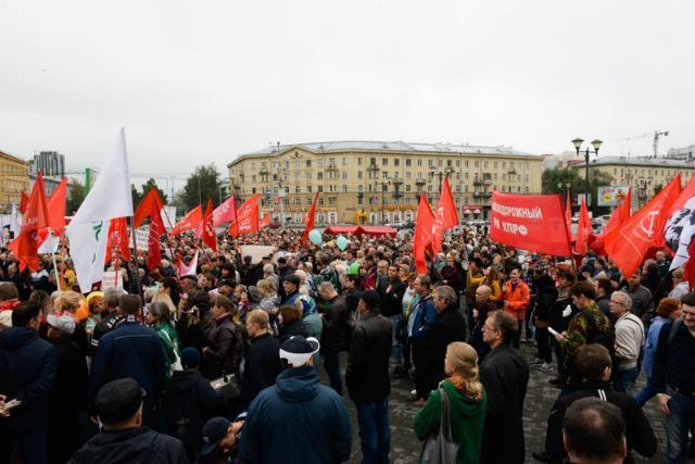Митинги против повышения пенсионного возраста стартовали сегодня во многих городах России