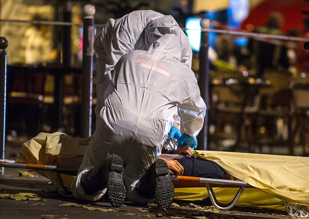 ИГИЛ убило 153 человека в теракте в Париже, предсказание Ванги сбывется (20 фото + 6 видео)