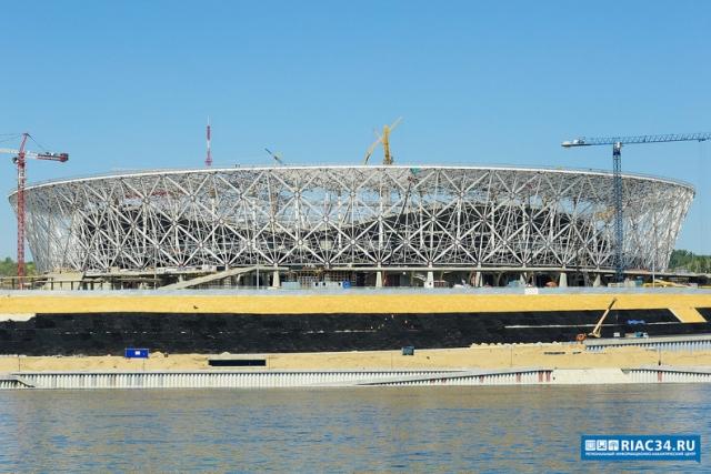 На «Волгоград Арене» завершили прошивку футбольного поля