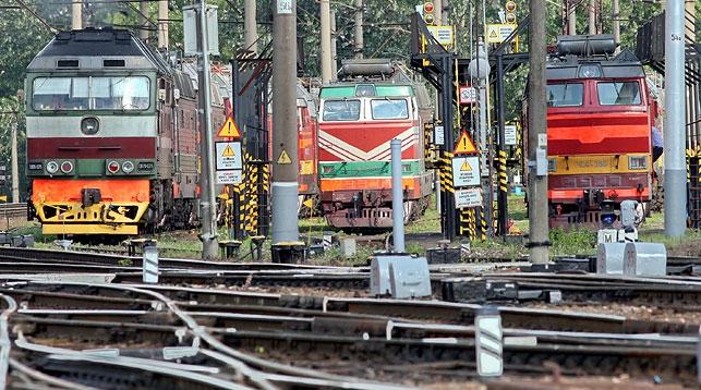 В Минском районе 14 вагонов грузового поезда сошли с рельсов