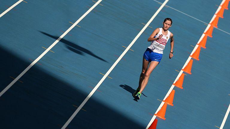 Лашманова победила на дистанции 20 км на ЧР по спортивной ходьбе