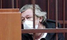Следы наркотиков, смена адвокатов. Что происходит в деле Михаила Ефремова