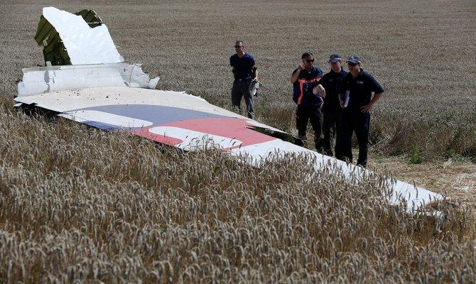 СМИ: на месте крушения Boeing в Донбассе найдены осколки ракеты системы «Бук»