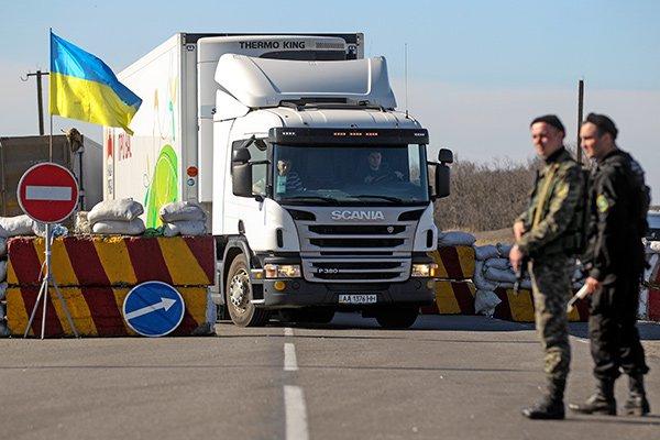 Руководство Украины прекращает торговые отношения саннексированным Крымом