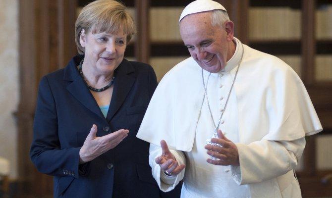 Папа Римский «сдал» Меркель, рассказав огневном звонке