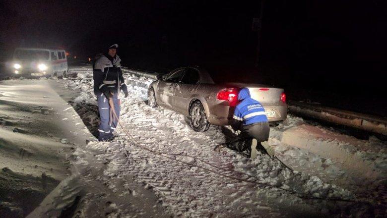 В Краснодарском крае более 650 машин застряли в снежных заторах