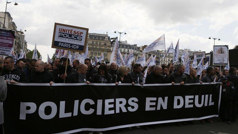 ВоФранции почтили память убитого впроцессе теракта вПариже полицейского