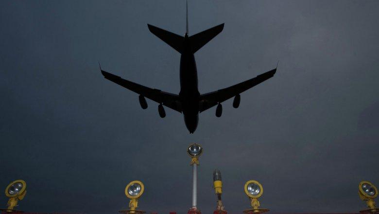 Десятки рейсов отменили в столичных аэропортах из-за непогоды