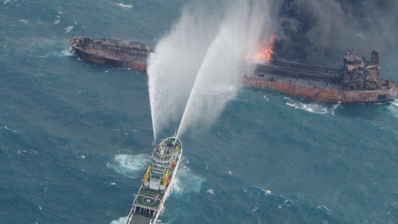 ВВосточно-Китайском море вгорящем танкере отыскали тела 2-х моряков