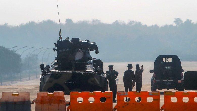 Захватившие власть в Мьянме военные запретили авиаперелеты