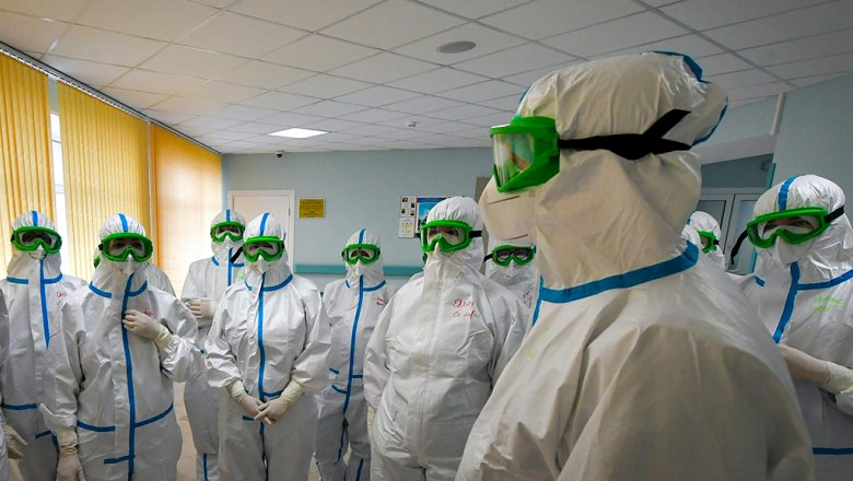 Минздрав разъяснил порядок выплат медикам за работу с больными COVID-19