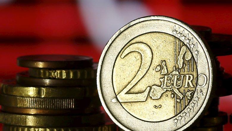 Курс евро опустился ниже 72 руб.  впервый раз  сапреля