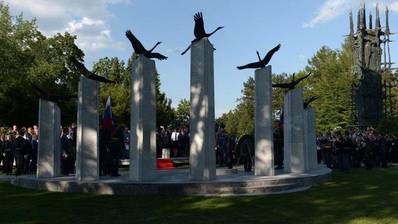 Путин прибыл вСловению, где примет участие воткрытии монумента советским солдатам
