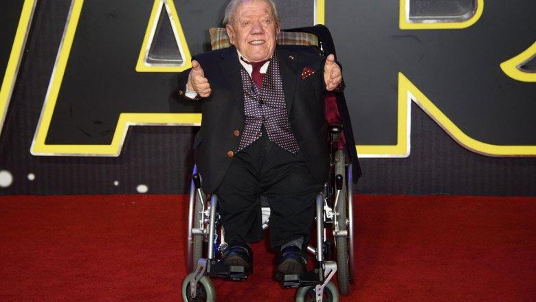 Скончался исполнитель роли робота R2-D2 Кенни Бейкер