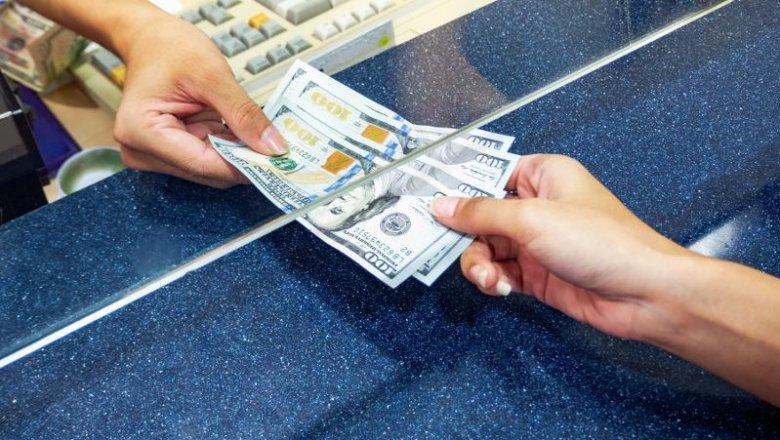 Время работы банков, обменников и ломбардов изменили в Алматы и Нур-Султане