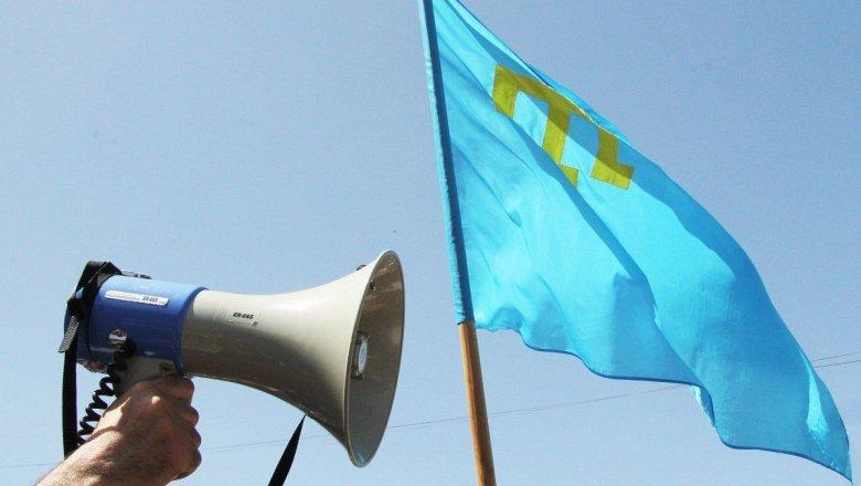 Порошенко поздравил крымских татар с Днем флага