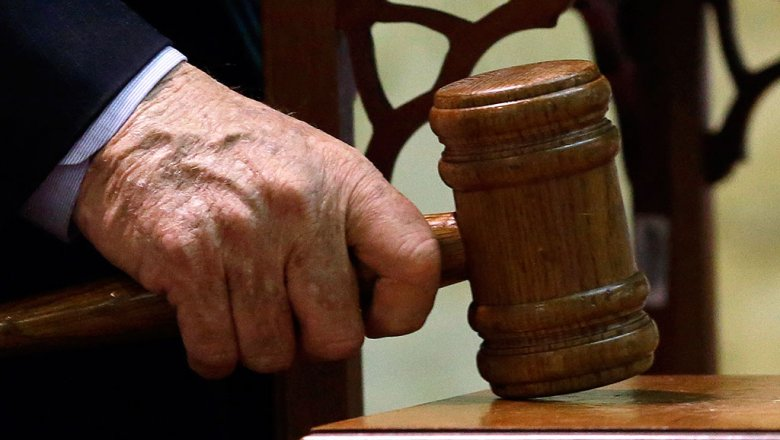 Суд оставил под стражей обвиняемого вовзятках главы города Копейска Вячеслава Истомина