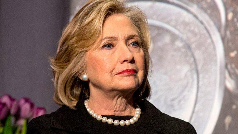 Клинтон вовремя визита вРФ забыла вномере секретный документ