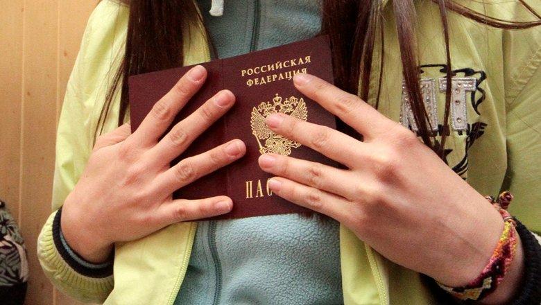 Пандемия COVID-19 сильно понизила ценность паспортов США и России