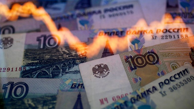 Рубль подешевел в начале торгов четверга