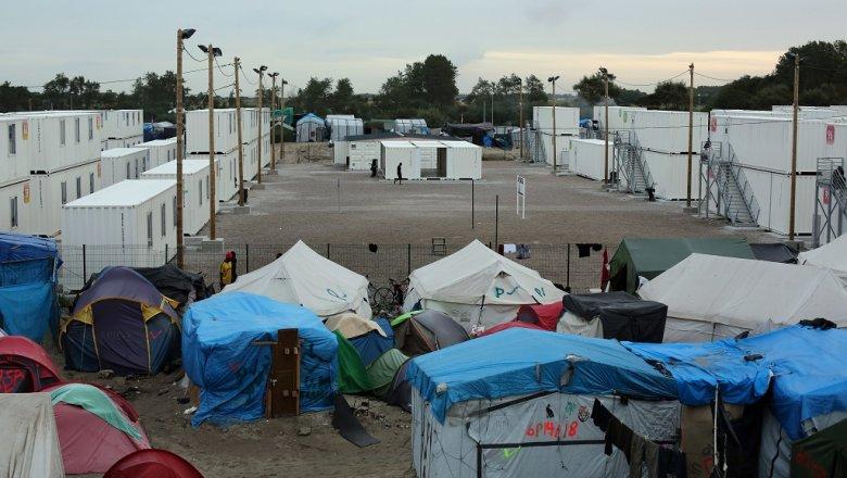 Олланд призвал снести стихийный лагерь беженцев