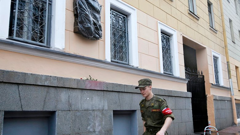 Суд вПетербурге рассмотрит иск одемонтаже мемориальной доски Маннергейму