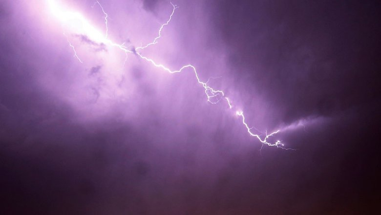 В США четыре человека выжили после удара молнии