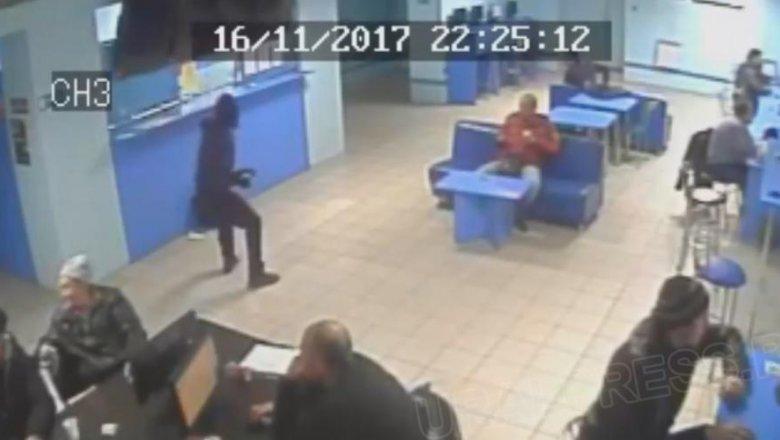 Копейчанин ограбил спорт-бар с 2-мя игрушечными пистолетами