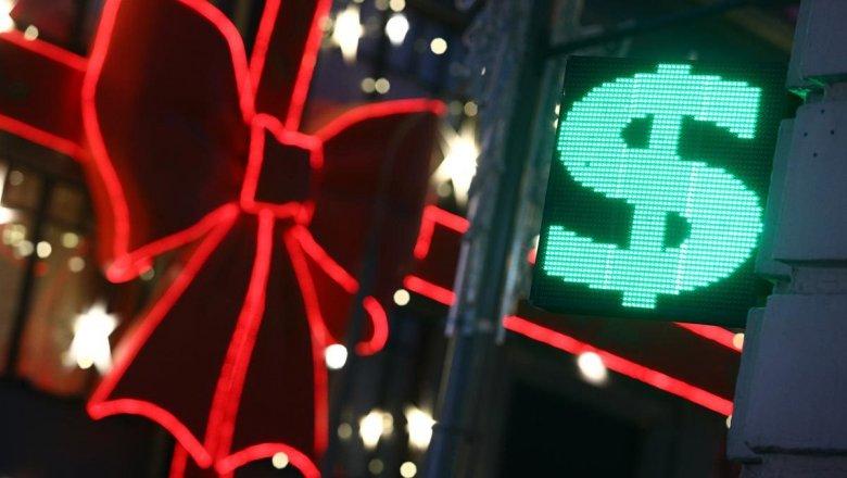 Рождество и налоги укрепили рубль