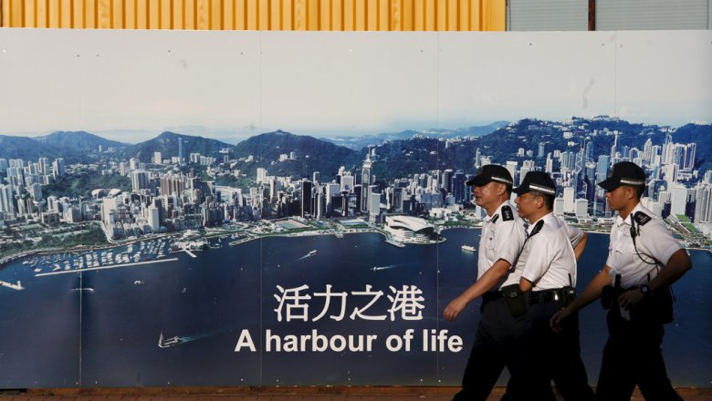 Ваэропорту Гонконга задержали преступника обменника с русским паспортом