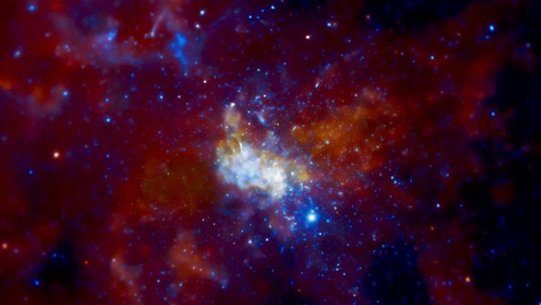 Астрономы измерили черную дыру в центре нашей галактики