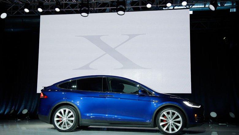 Акции Tesla продолжают падать из-за отзыва Model S и шуток Илона Маска