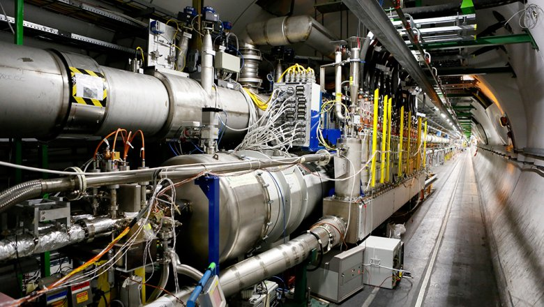 Профессионалы ускорят Большой адронный коллайдер вДень Победы