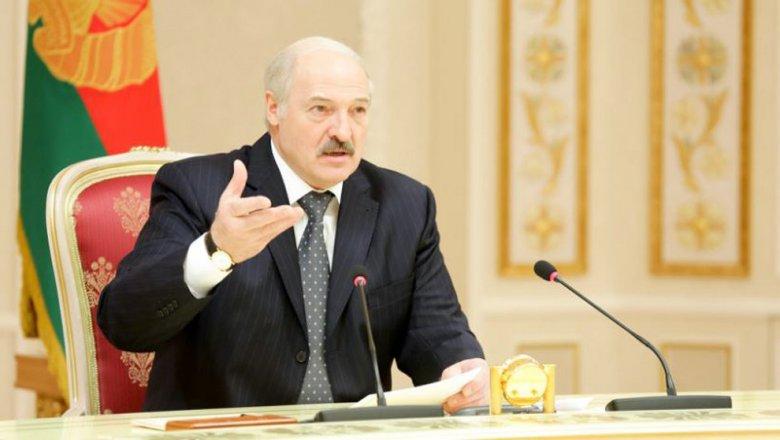 Лукашенко потребовал вынудить 300 тыс. белорусов работать