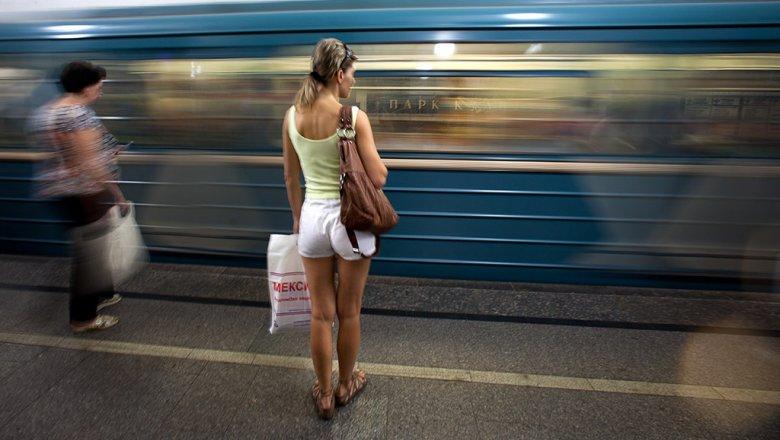 Вмосковском метро поезд протащил застрявшего пассажира