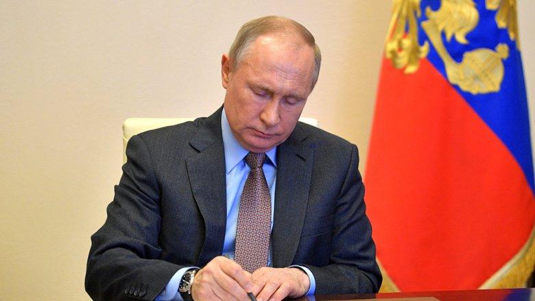 Путин поручил создать национальную базу генетических данных