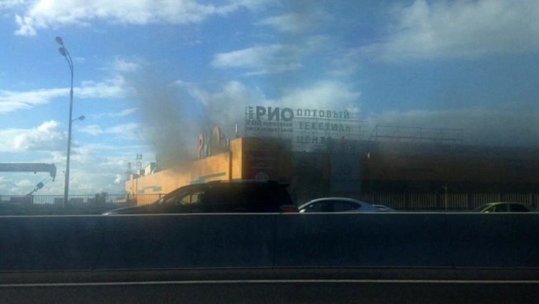 СМИ проинформировали о14 пострадавших впожаре в коммерческом центре РИО