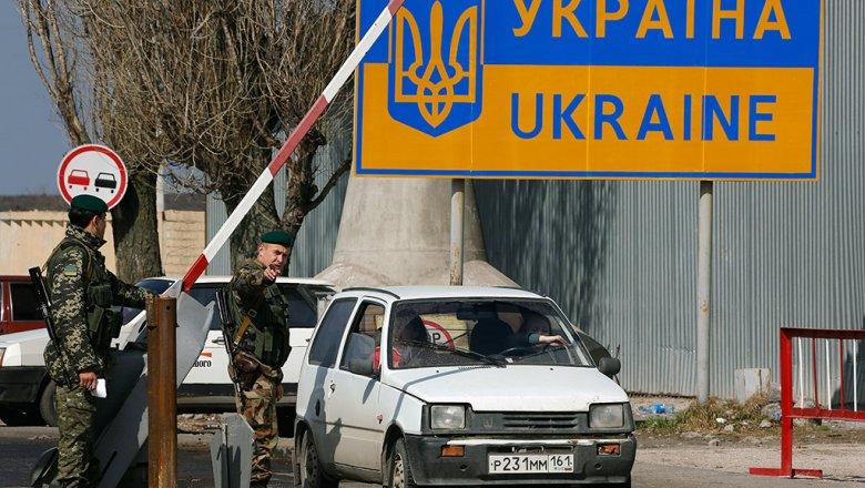 Россиянин ибелоруска пытались выехать вКрым споддельными украинскими паспортами
