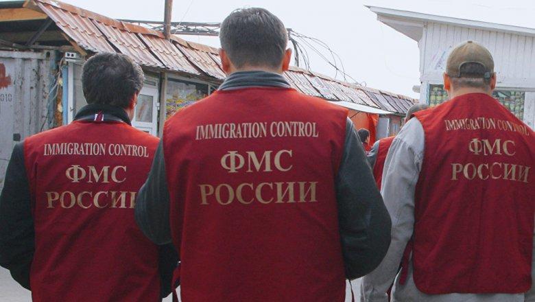 Новосибирский губернатор запретил мигрантам варить пиво и сидеть с детьми