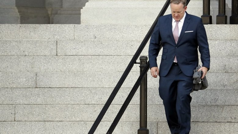 После разногласий поСкарамуччи сТрампом Спайсер покинул пост пресс-аташе Белого дома