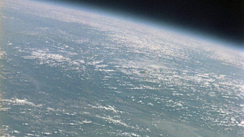 Астероид размером сдом приближается кЗемле
