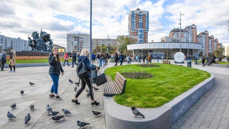 e20880eb1e14 Результат благоустройства  как площади у станций метро стали общественными  пространствами - Mail.ru Новости