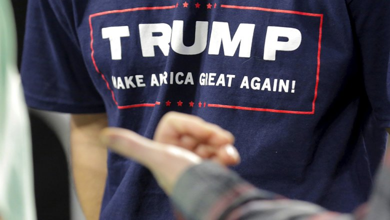 Клинтон опережает Трампа на7 пунктов— Опрос